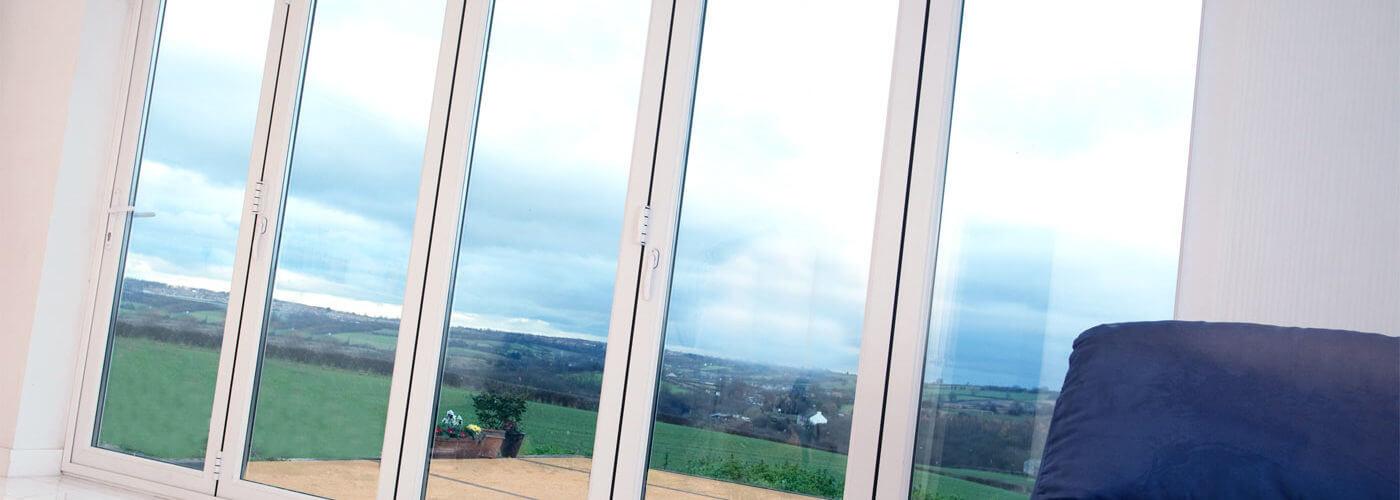 Quais tipos de vidro usar nas esquadrias de PVC